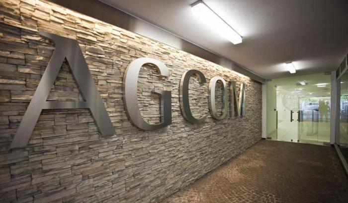 COVID 19 & FAKE NEWS: Faccia a faccia con il commissario dell'Agcom  Nicita