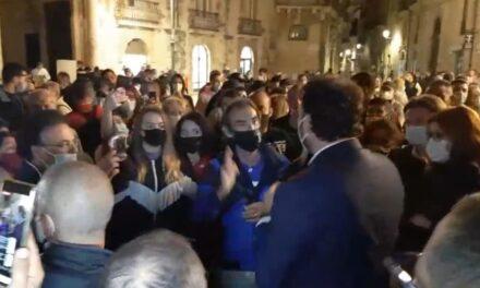Italia chiusa, italiani divisi, Francesco Italia in piazza coi manifestanti