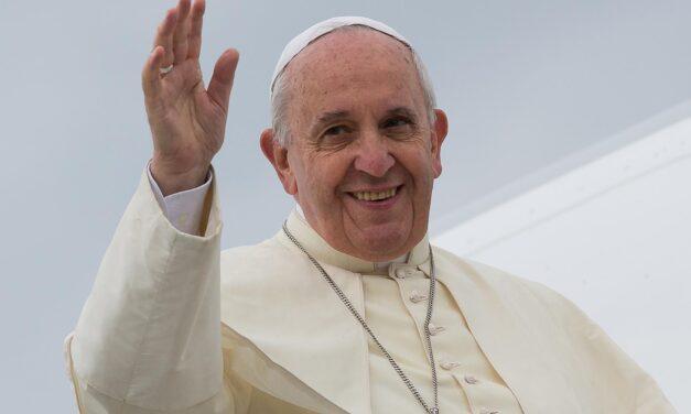 """Papa Francesco a Ognissanti: """"oggi è festa di famiglia"""""""