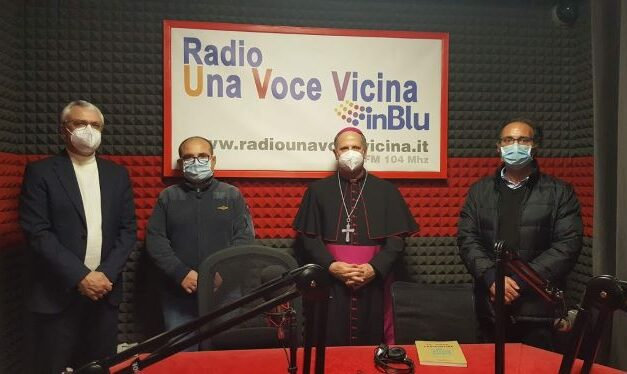 L'arcivescovo Lomanto visita Radio Una Voce Vicina