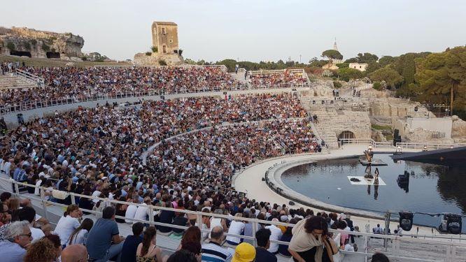 Tornano gli spettacoli al Teatro greco di Siracusa.