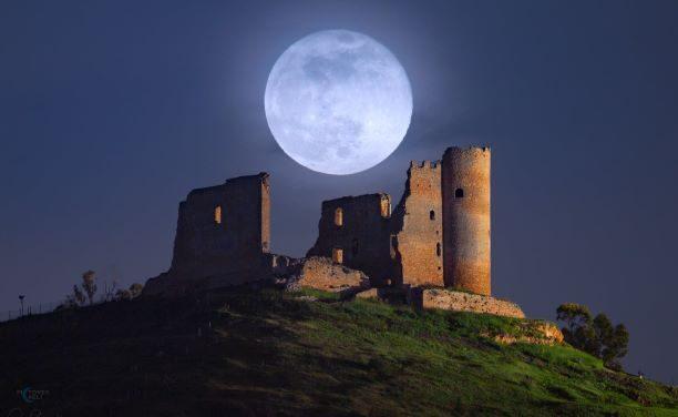 La memoria corre al passato: La super Luna rossa e il castello di Mazzarino