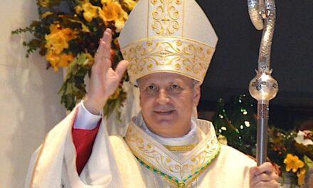 Papa Francesco consegna il Pallio a mons. Lomanto: La tenerezza del buon pastore