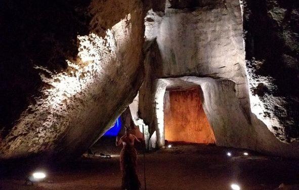 Grotta dei Cordari: luci, suoni e danza fanno rivivere il mito di Aretusa